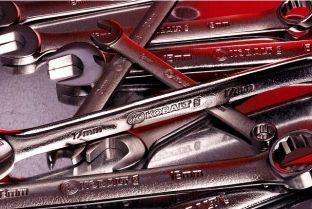 Nëntë mjetet që secili duhet t'i mbajë në veturë [foto]