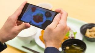 Aplikacioni që analizon ushqimin vetëm me një fotografi