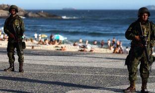 Ushtria zbret në rrugë, blindohet plazhi Kopakabana në Brazil