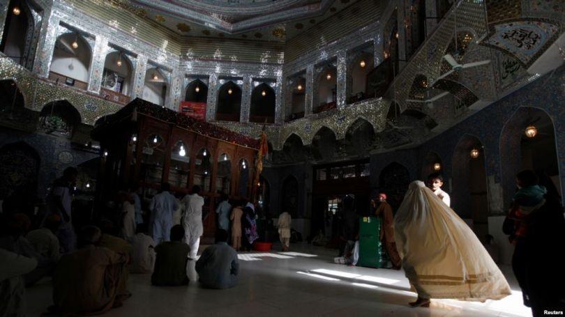 ISIS-i vret 72 e plagos 150 të tjerë në Pakistan