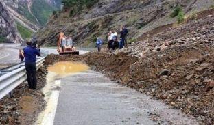 Rrëshqitje dheu në rrugën Pejë-Bogë, rekomandohet kujdes