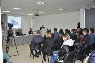 Ministri Bajrami ligjëroi në Universitetin e Gjilanit për Pavarësinë e Kosovës