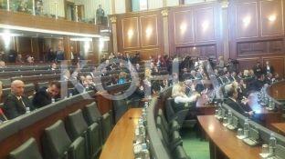 Pas fjalimit të Thaçit Nisma kthehet në seancën e Kuvendit