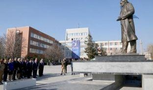 Qeveria bën homazhe te shtatorja e Ibrahim Rugovës për 9 vjet shtet