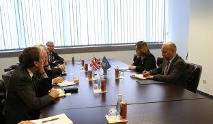 Bajrami priti në takim një delegacion të parlamentarëve britanik