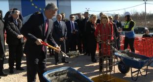 Gur në themelin e shtetit po cilësohet gurthemeli i pikë-kalimit kufitar në Merdarë me Serbinë [video]