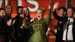 Adele fiton në Grammy, çmimin ia dedikon Beyonces