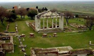 Dy të arrestuar e dy në arrati për gërmime të paligjshme në Apolloni