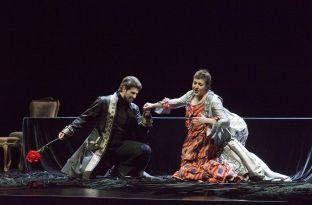 Baritoni kosovar që promovon të bukurën në skenat operistike