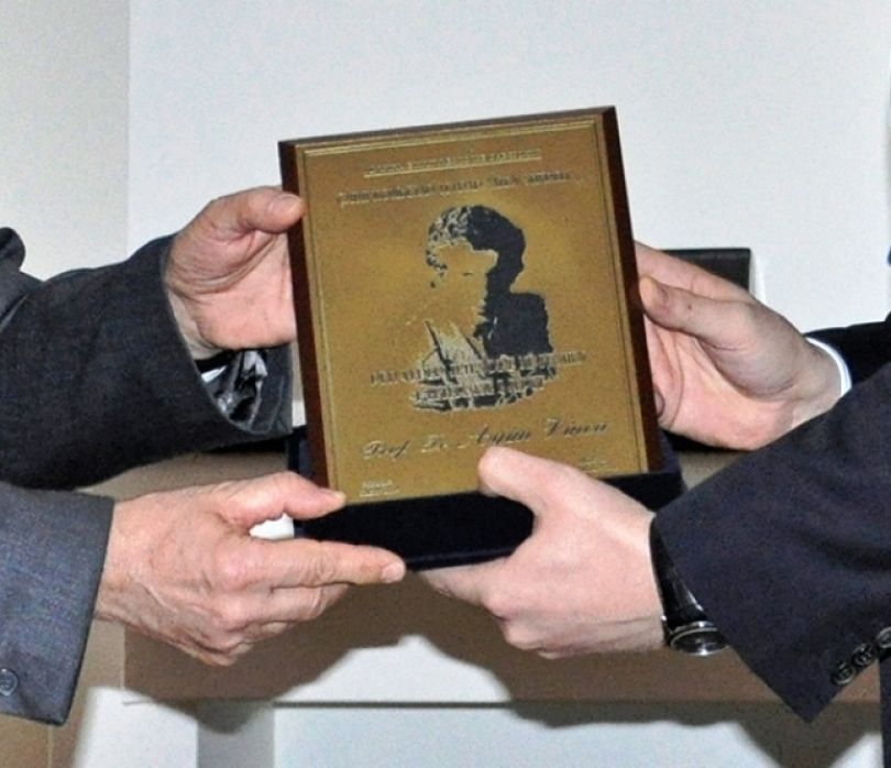 Ministria e Kulturës shtyn për një ditë tjetër ndarjen e çmimeve për letërsi