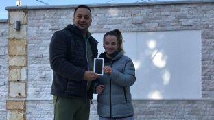 Krasniqi merr dhuratë iPhone 7 nga trajneri Kuka