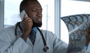 Ruanda ua ndalon mjekëve përdorimin e telefonave