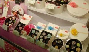 Gratë në Japoni detyrohen t'u blejnë çokollata burrave për Shën Valentin