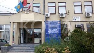 Suspendimet e zyrtarëve të dyshuar për korrupsion në Gjilan lënë bosh disa pozita