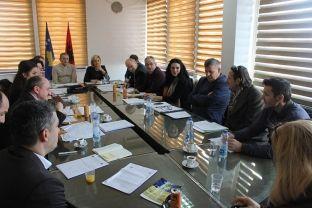 Komuna e Gjakovës hap ankand për dhënie në shfrytëzim të 21 dyqaneve pronë komunale