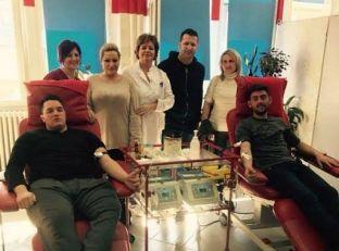 Anëtarë të PDK-së në Pejë dhurojnë gjak
